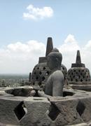 Im Schatten von Angkor: Archäologie und Geschichte Südostasiens.