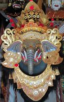 Die Sammlung umfasst heute mehr als 1300 Masken (Indonesien, Afrika und Japan) und 5700 Marionetten (Indonesien, China, Malaysia, Thailand, Myanmar und Kambodscha)