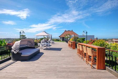 Sky Lounge at The Rooftop © Jambuluwuk Hotels and Resorts
